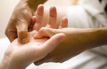 масаж рук у Львові